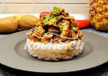 Hähnchen mit Champignons in Rahmsauce auf Reis
