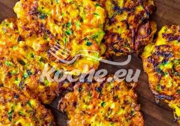 Leckere Zuchini-Kürbislaibchen mit  Feta und Zitronenrahm