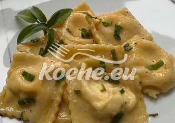 Ravioli mit Ricottafüllung an Salbei und Zitrone