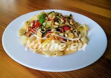 Zucchini Tomaten Nudeln