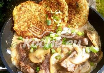 Zürcher Geschnetzeltes mit Zucchini Kartoffel Rösti.