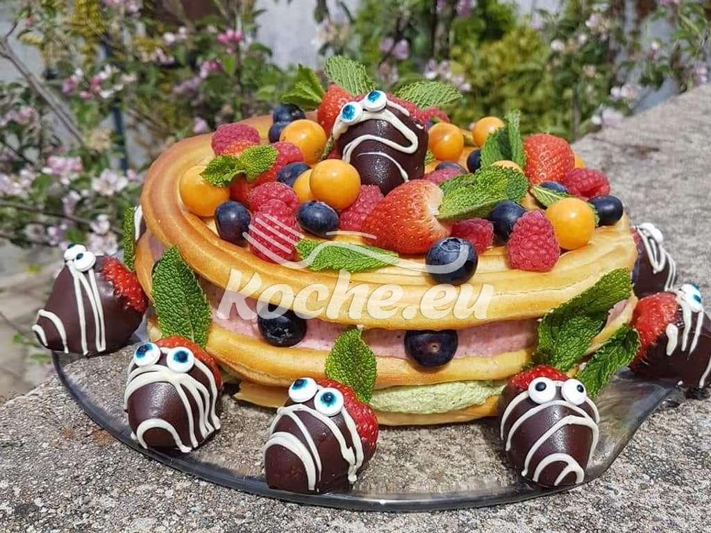 Brandteigtorte mit Erdbeer und Pistazienmousse