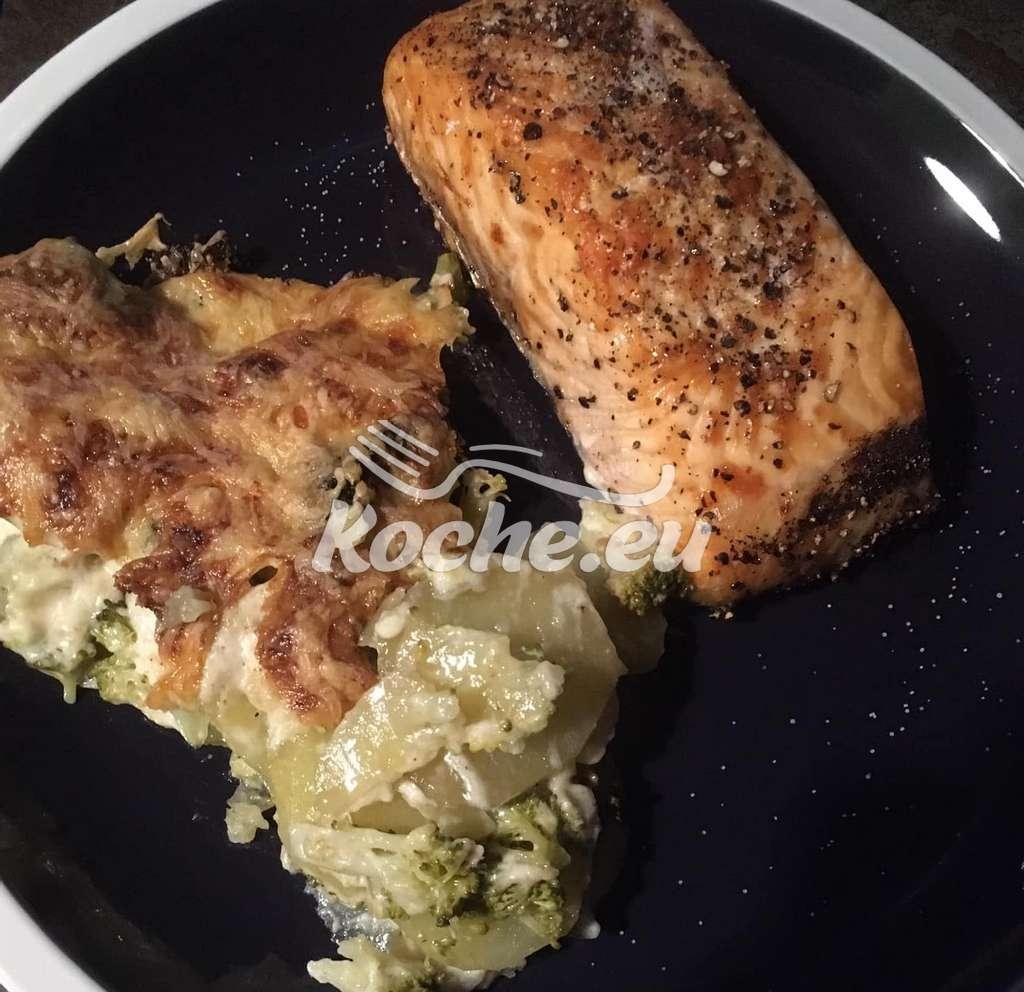 Kartoffel- Brokkoli-Gratin mit Lachsfilet