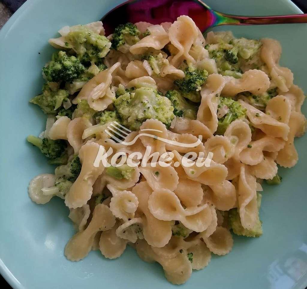 Nudeln in Broccoli Sahne Souce