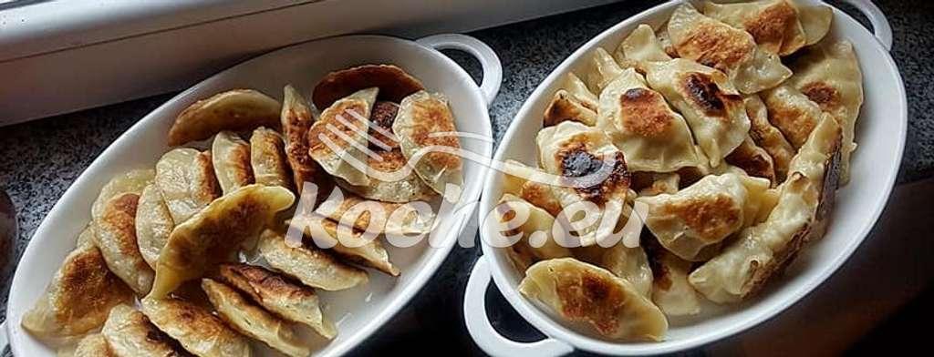 Pierogi mit Fleisch und Pierogi mit Kraut und Pilzen